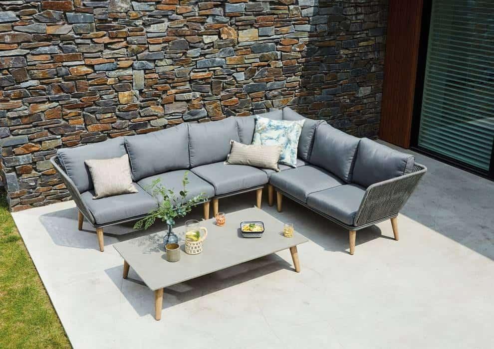 Narożnik ogrodowy – stylowy i praktyczny mebel