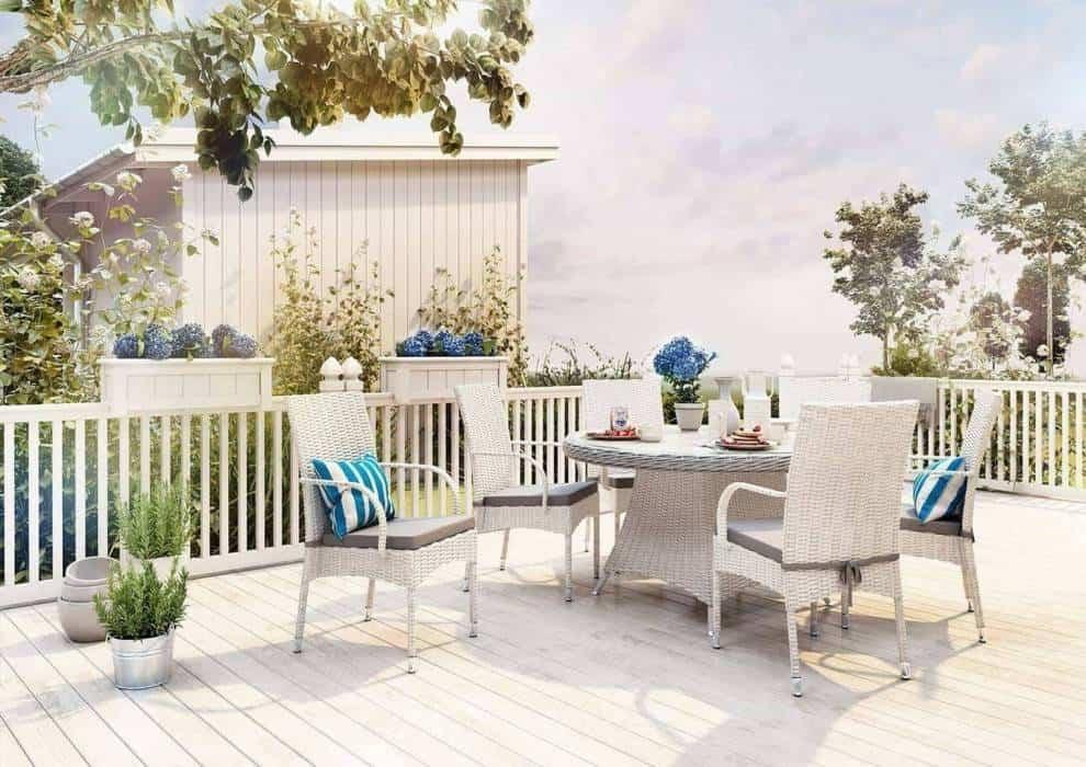 Biały taras – szyk w ogrodowym wydaniu