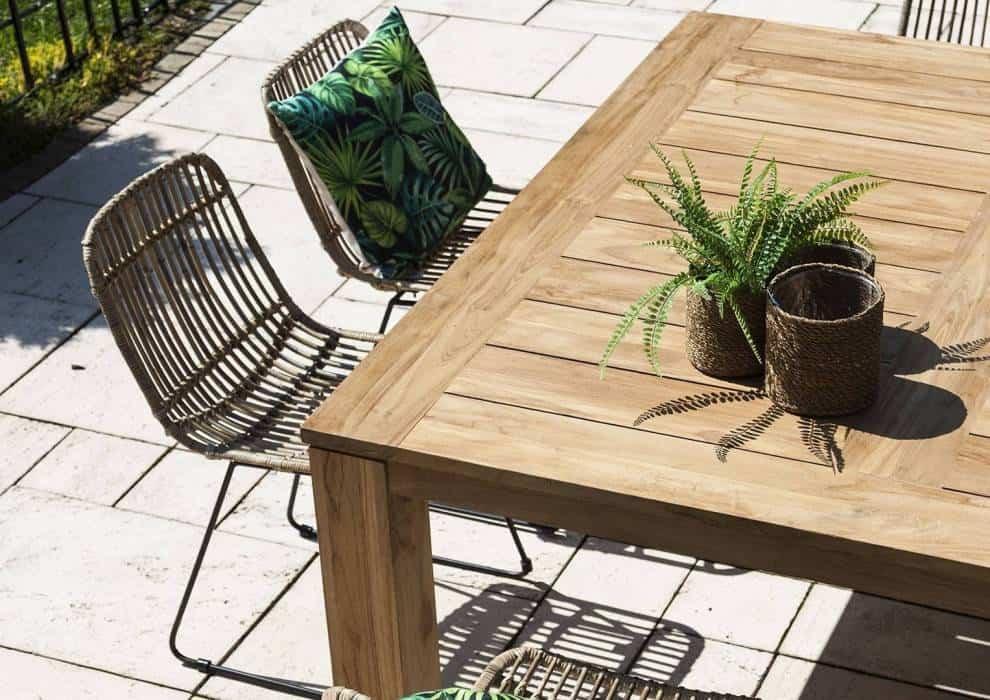Meble tarasowe rattanowe – naturalne rozwiązania do ogrodu