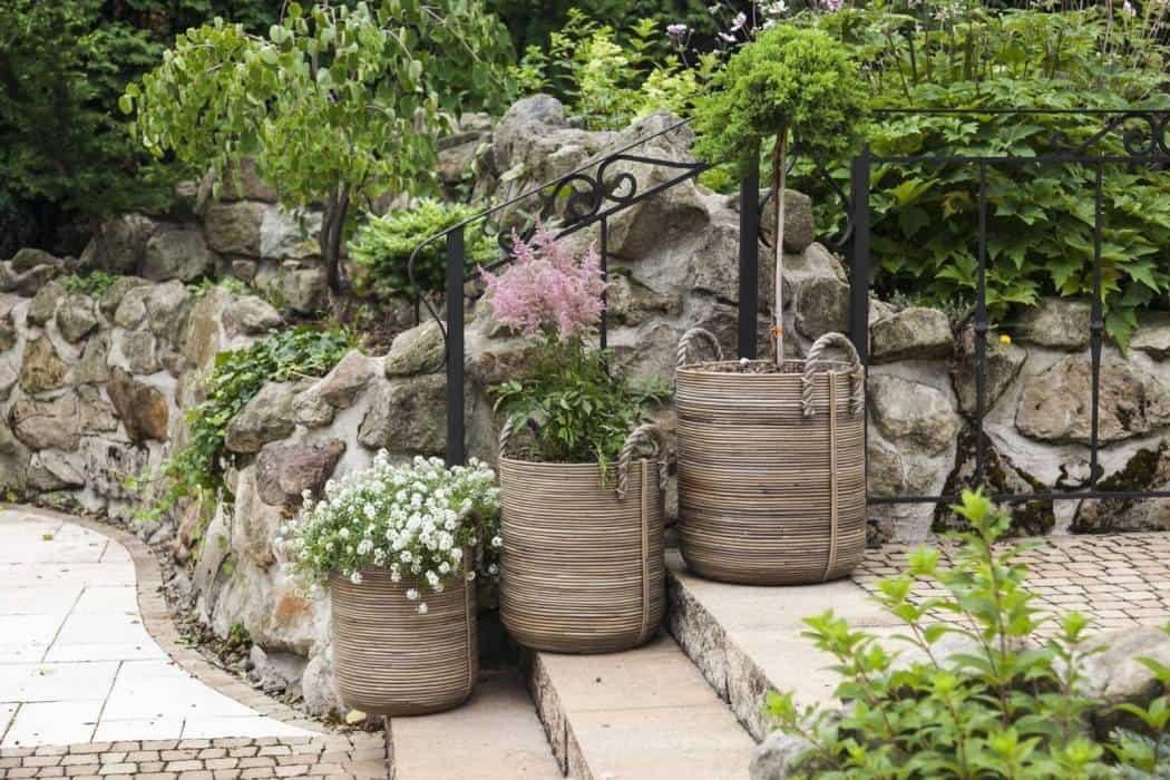 Duże donice na taras – tchnij życie w ogród!