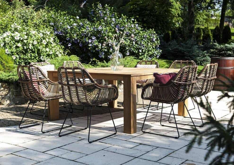 Meble z drewna tekowego – naturalnie do ogrodu