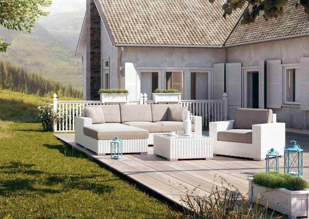 Białe meble ogrodowe mogą być praktyczne!