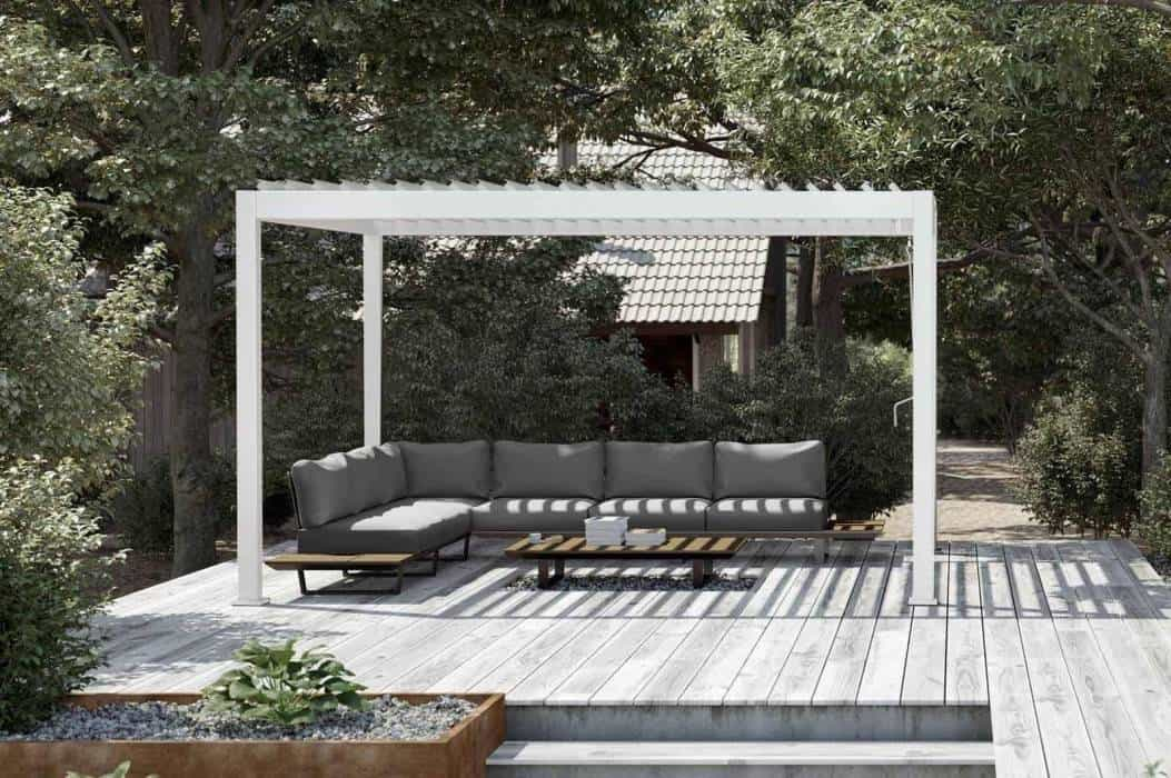 Nowoczesna altana ogrodowa – sposób na niepogodę