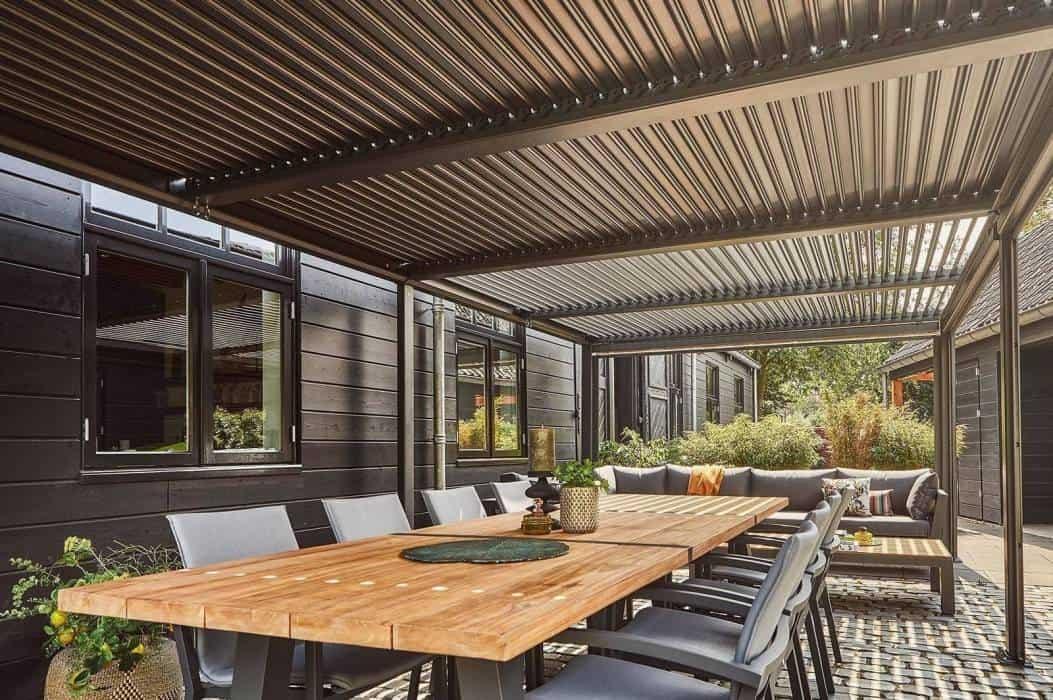 Pergola przyścienna – praktyczny dodatek do Twojego ogrodu
