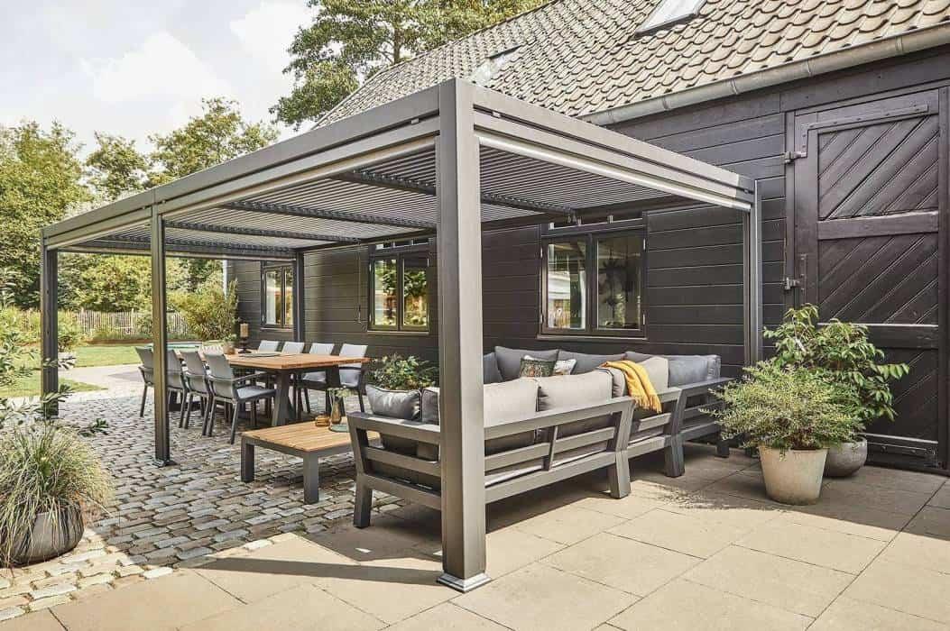 Pergola tarasowa metalowa – must have w nowoczesnym ogrodzie
