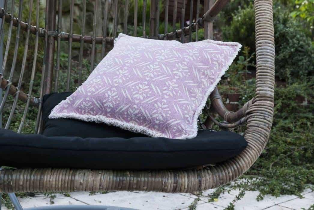 Krzesło wiszące – modny akcent w ogrodzie