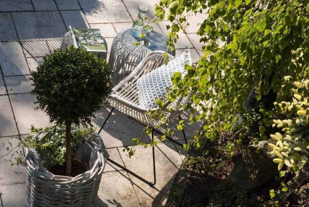 Taras w stylu rustykalnym – piękny ogród inspirowany naturą