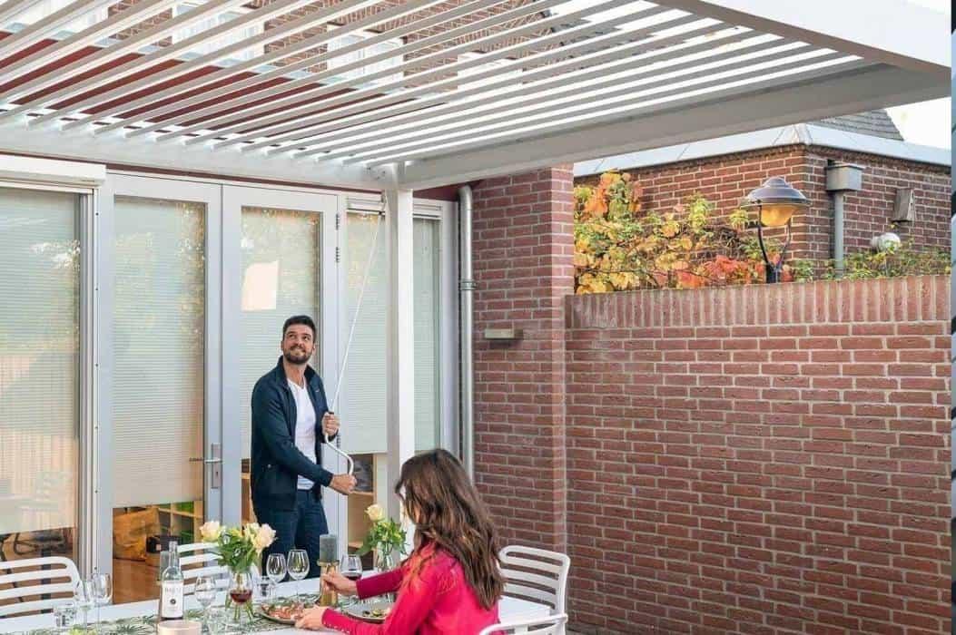 Zadaszenie przed domem – must have w modnym ogrodzie