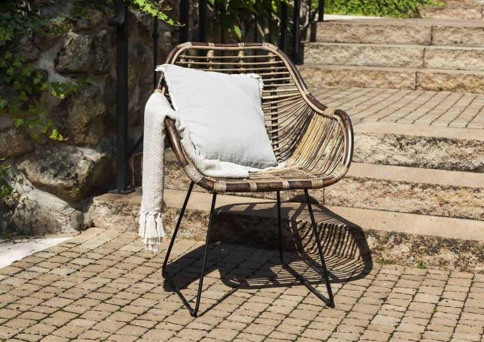 Stół i krzesła ogrodowe rattanowe – bądź bliżej natury!