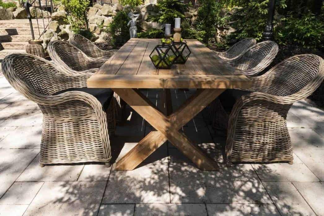Meble ogrodowe z drewna egzotycznego – wakacyjny klimat w ogrodzie