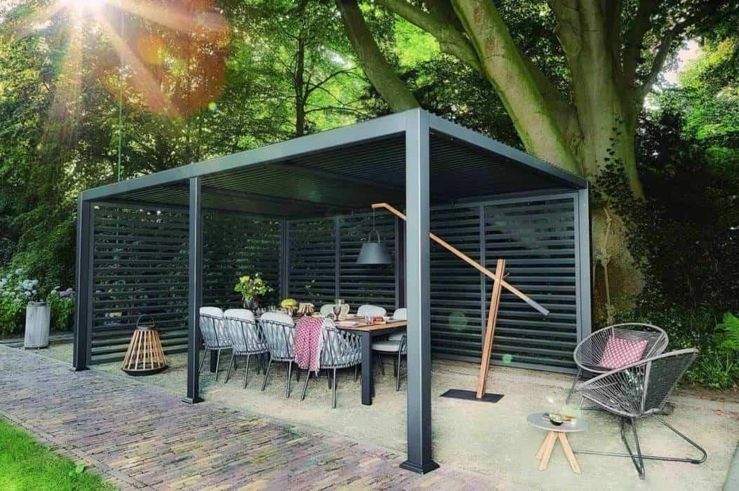 Nowoczesna pergola metalowa – schronienie przed deszczem i słońcem