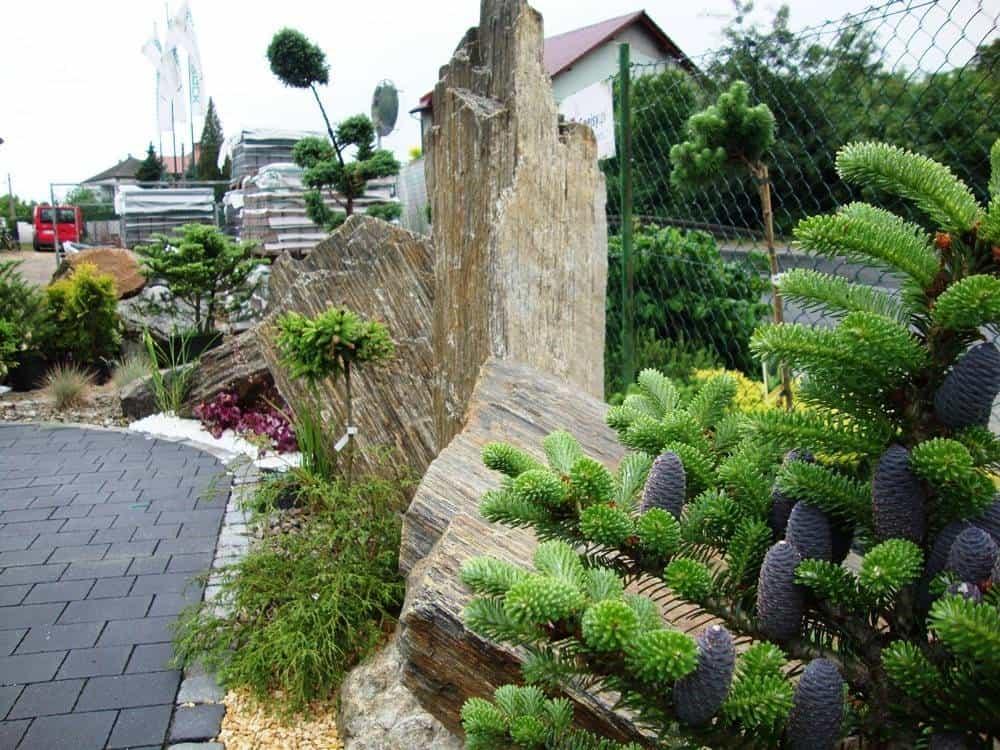 Głazy ogrodowe