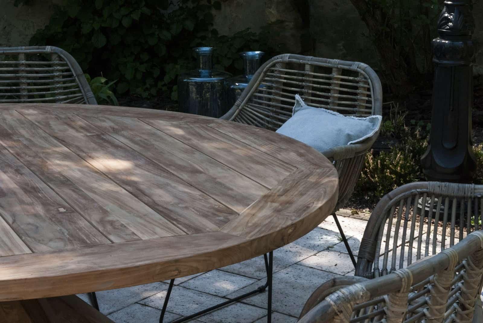 Jak urządzić mały taras - Stół ogrodowy TEAK BORDEAUX