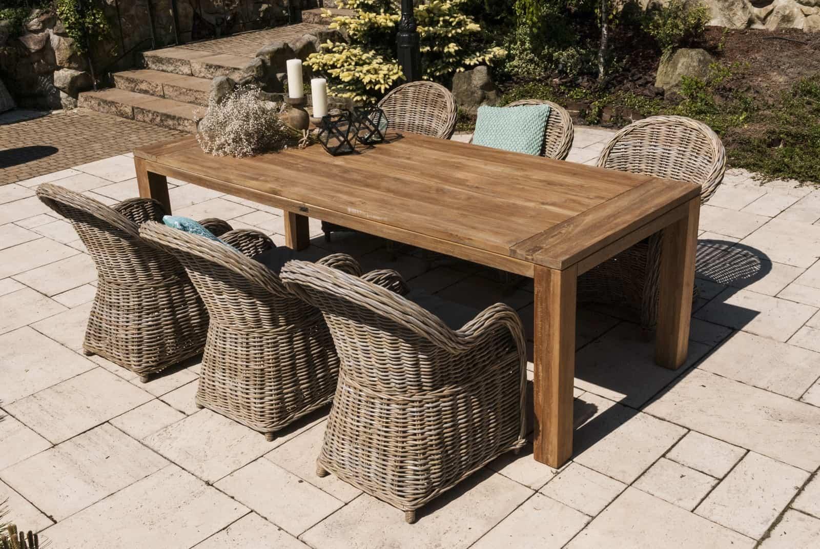 Ogród nowoczesny: inspiracje. Stół ogrodowy teak NIMES