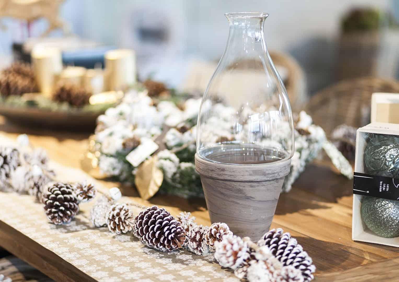 Naczynie bazaltowe z pokrywą szklaną