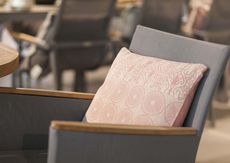 Poduszka dekoracyjna Kai różowy vintage 45cm