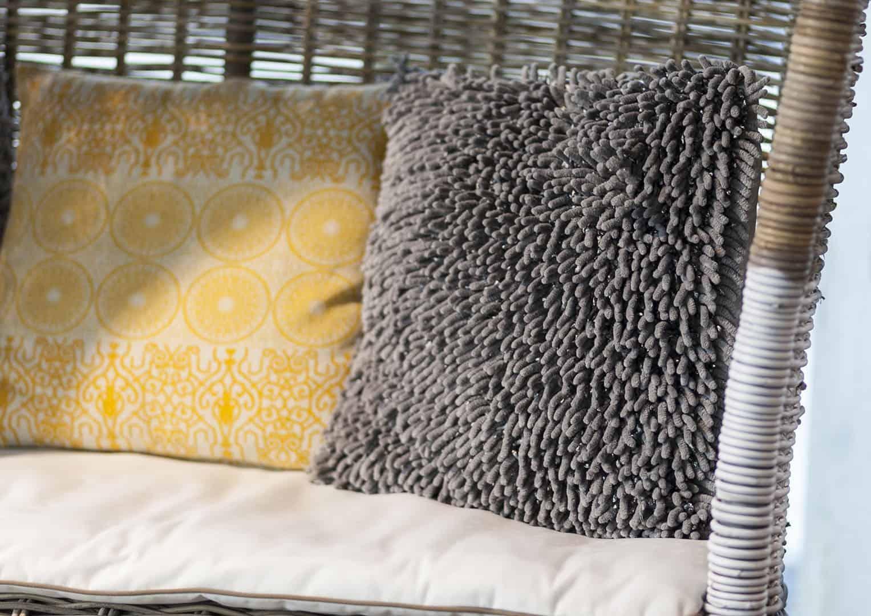 Poduszka dekoracyjna Liv szara 45cm