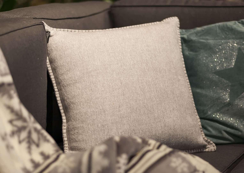 Poduszka dekoracyjna Hamar szara 45cm
