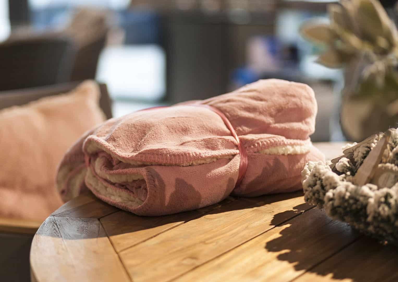 Pled / koc dekoracyjny Coby różowy vintage 160cm