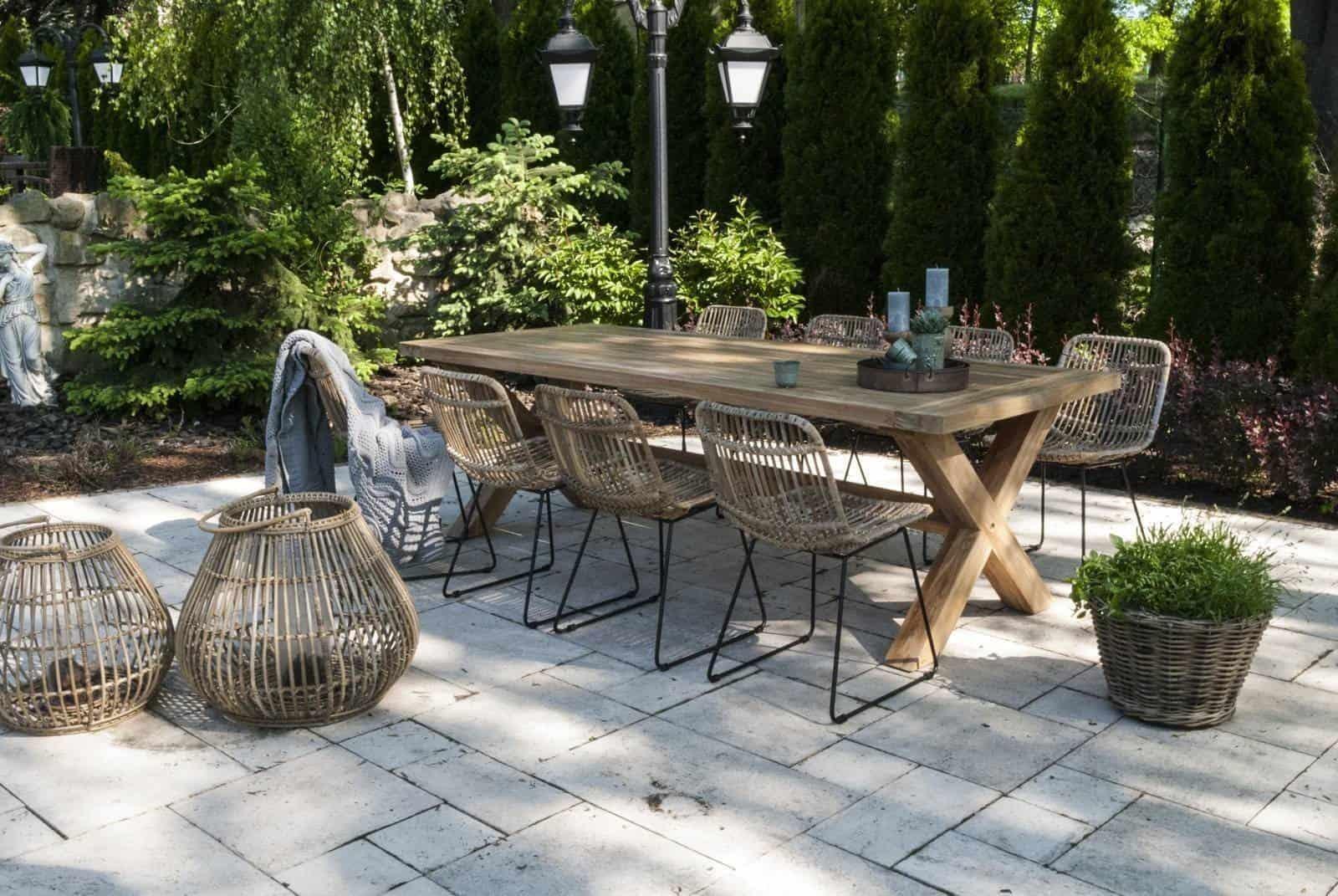 inspiracje ogrodowe 2021 - lampion rattanowy Caen