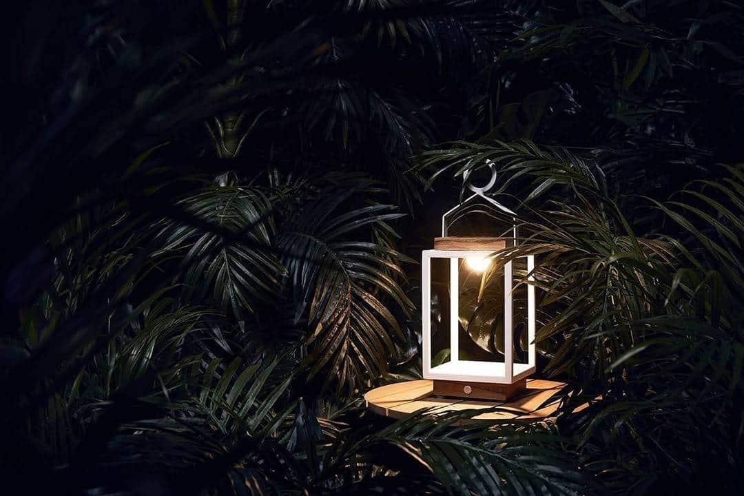 Lampa solarna Mrs. Solar Coco teak biała S