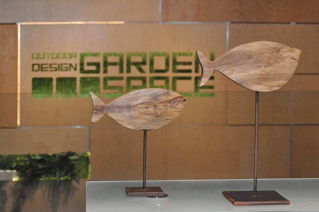 ozdoby na taras - figurka drewniana rekin